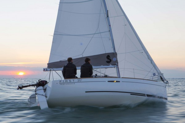 Beneteau First 20 running