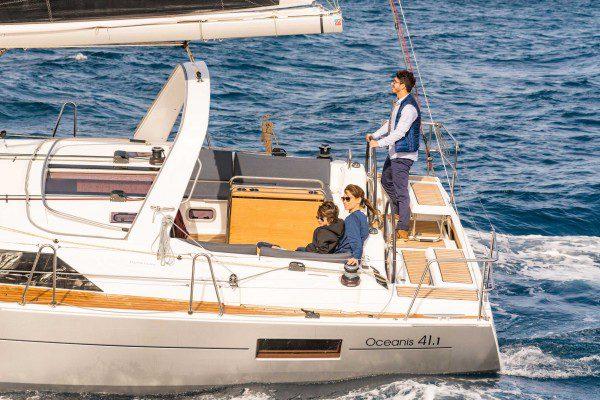 Beneteau Oceanis 41.1 running