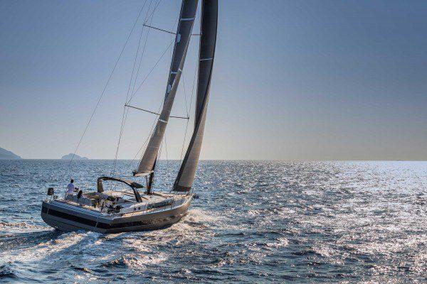 Oceanis Yacht 62 running
