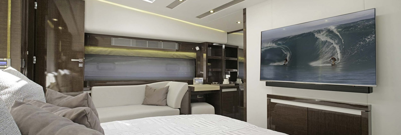 Prestige 680 master cabin