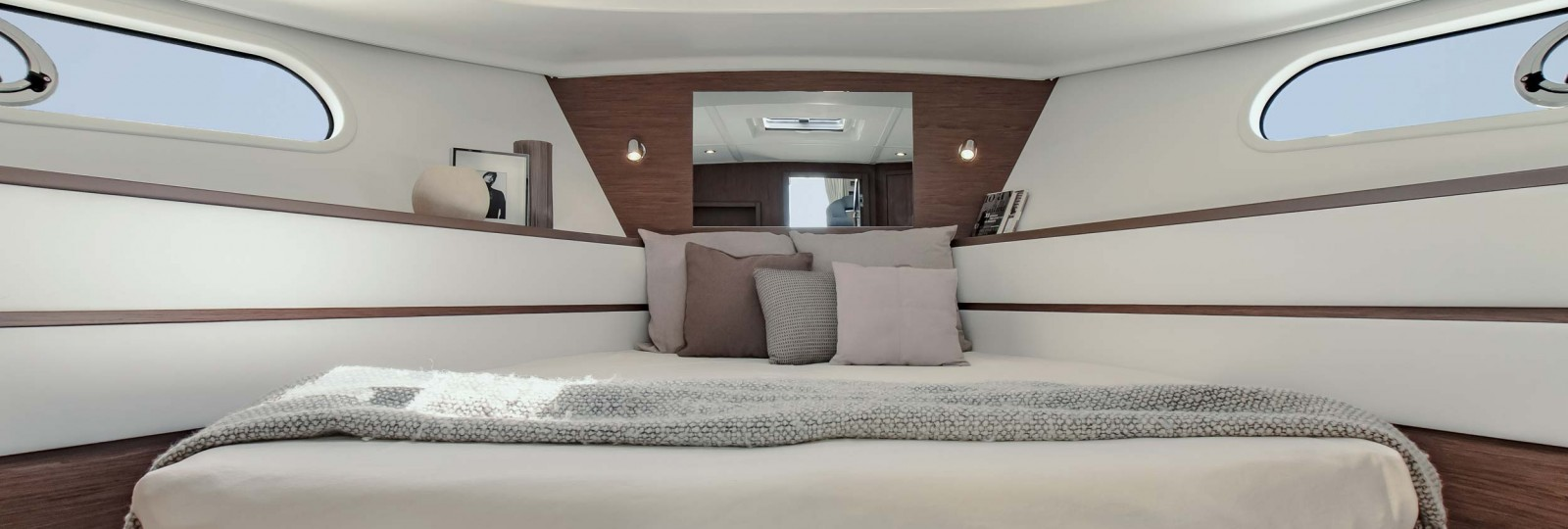 Beneteau Swift Trawler 44 master cabin