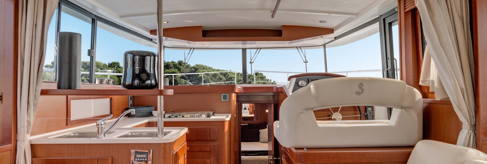 Beneteau Swift Trawler 44 saloon