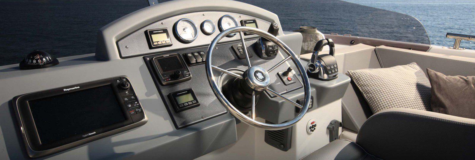 Beneteau Swift Trawler 50 flybridge helm