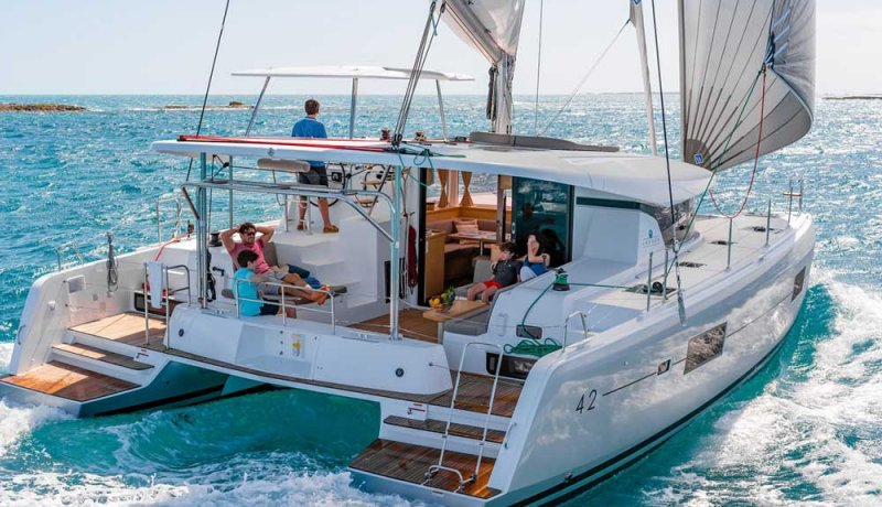 lagoon-42-from-stern(1)